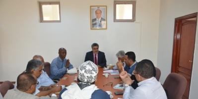 اجتماع موسع في عدن برئاسة باصهيب يناقش تعزيز جهود إغاثة النازحين