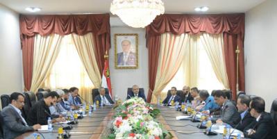 لجنة تطوير آلية التعامل مع الأزمة الإنسانية برئاسة باذيب تعقد اجتماعها الأول في عدن