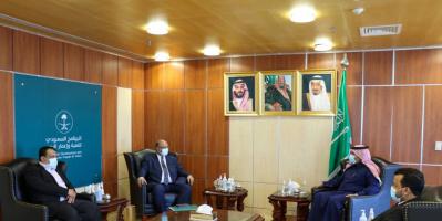 وزير التخطيط يبحث مع السفير آل جابر الدعم السعودي للاحتياجات التنموية في اليمن