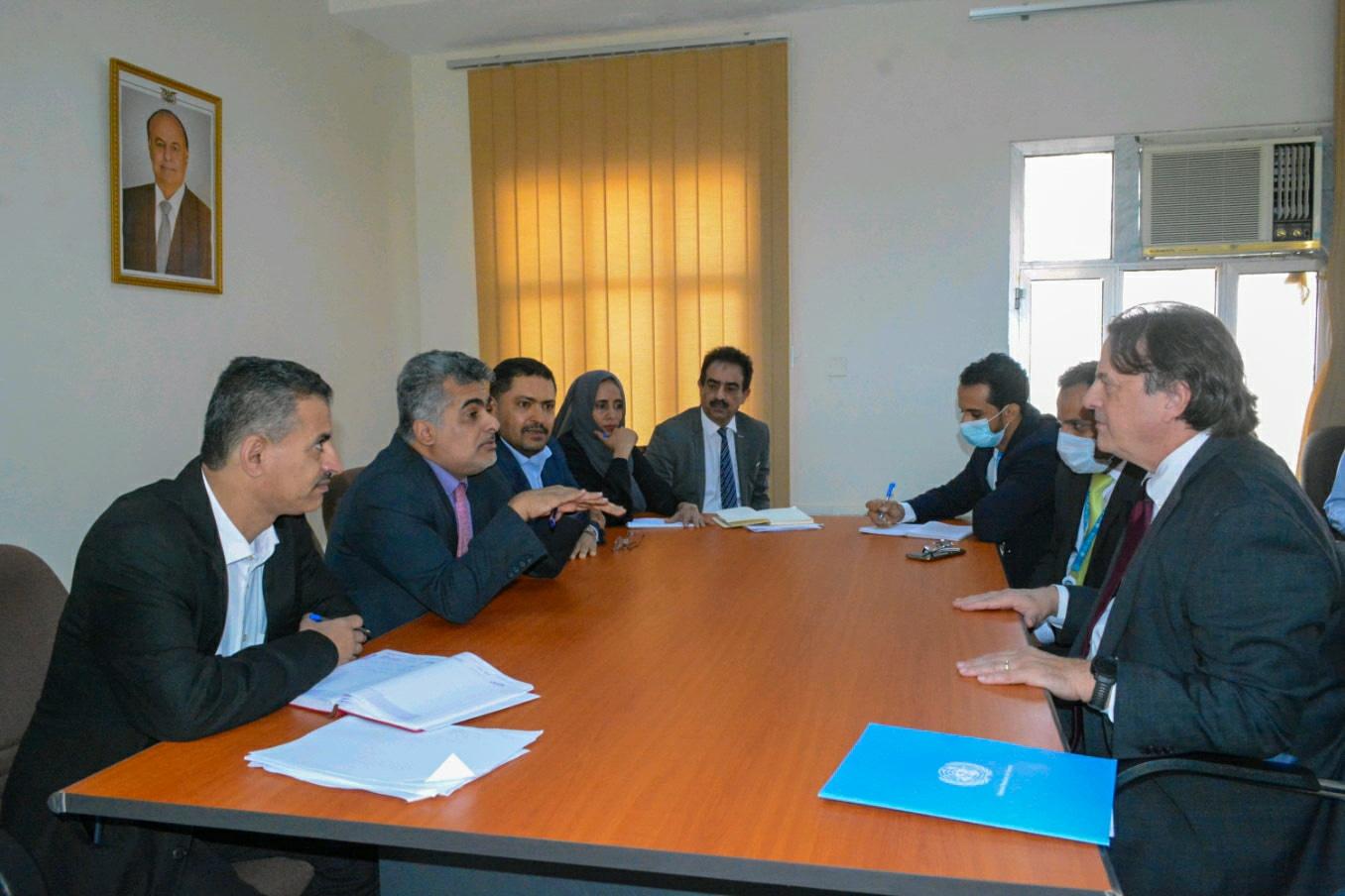 نائب وزير التخطيط يلتقي منسق أمين عام الأمم المتحدة للشؤون الإنسانية