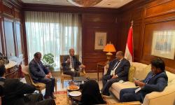 وزيرا التخطيط والأشغال يبحثان مع الممثل الإقليمي للبرنامج الأممي للمستوطنات البشرية تدخلات البرنامج في اليمن