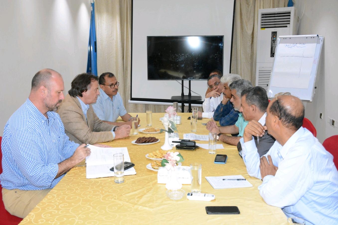 نائب وزير التخطيط يبحث مع منسق الأمم المتحدة في اليمن الأوضاع والاحتياجات الإنسانية والتنموية